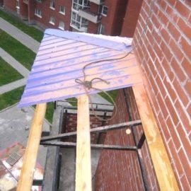 Монтаж козырька на балконе